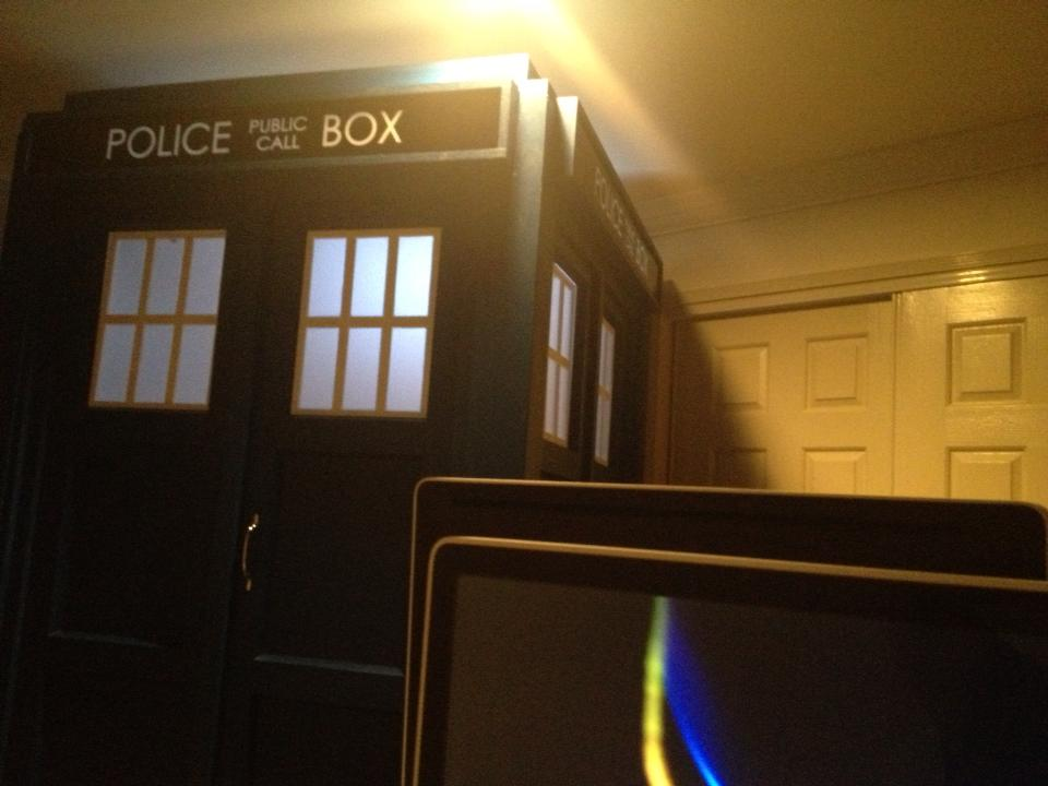 TARDIS-desk